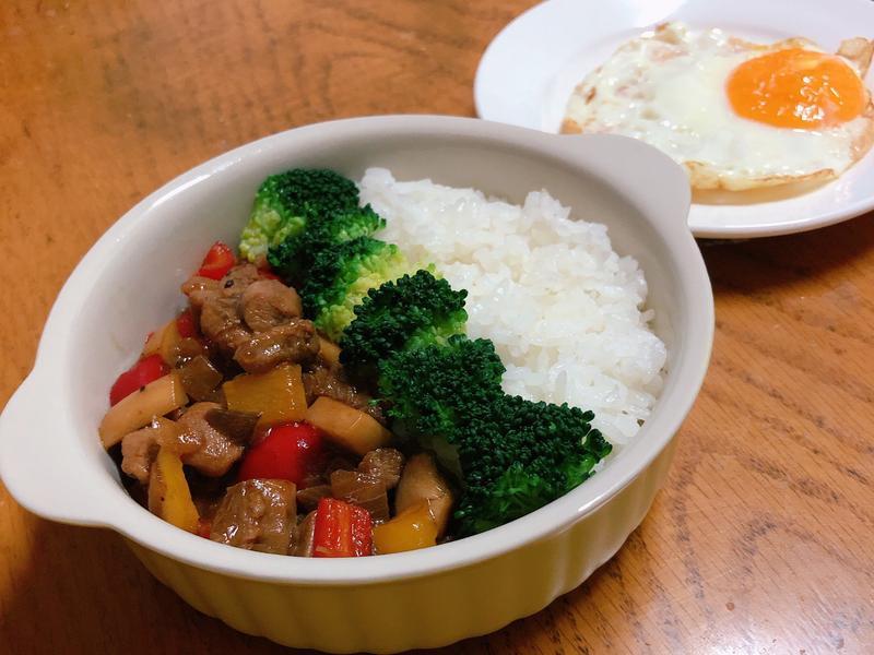 黑胡椒雞肉時蔬燴飯