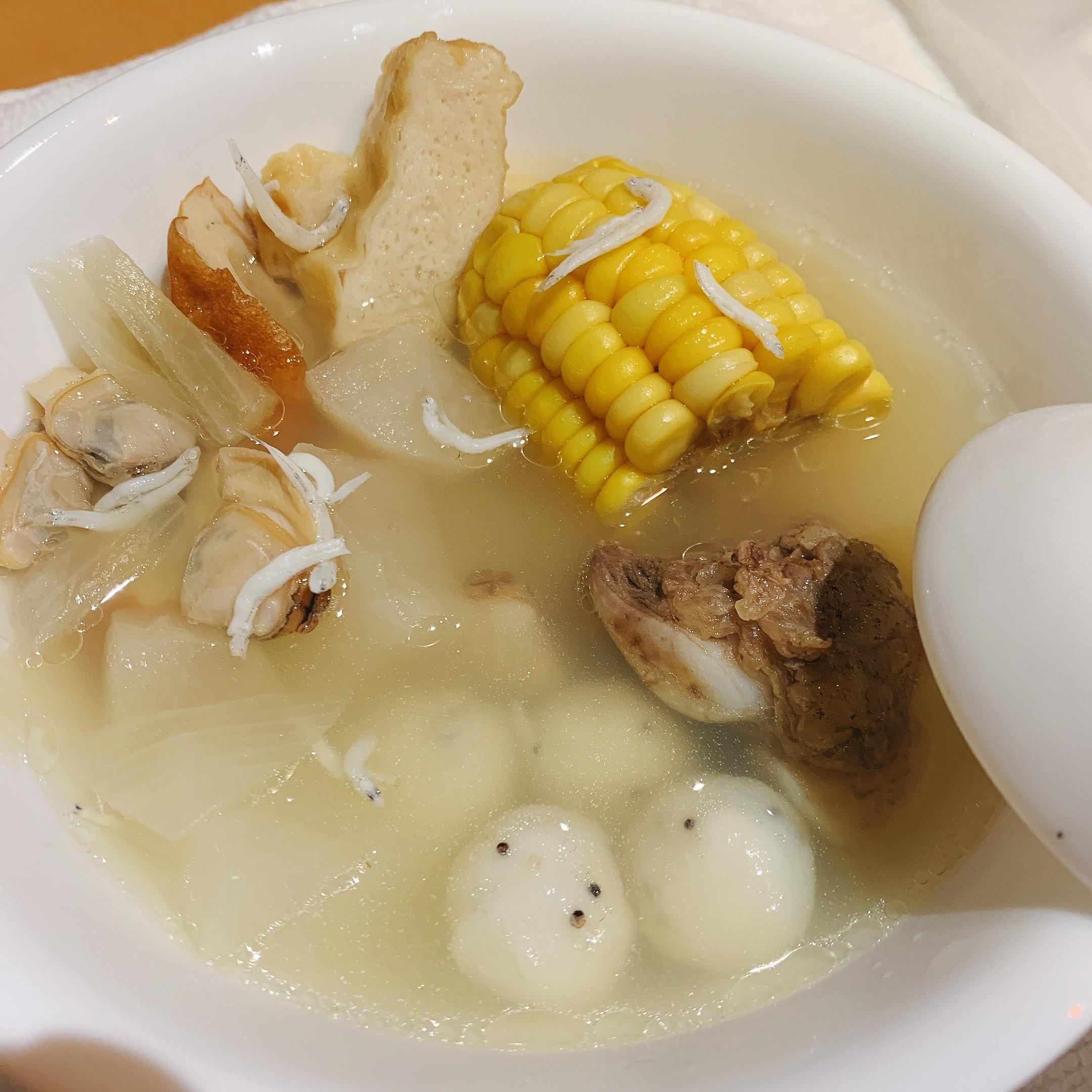 蘿蔔玉米洋蔥蛤蜊排骨湯魚板吻仔魚-電鍋版
