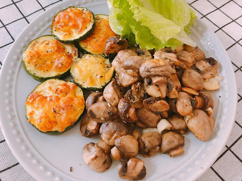 氣炸鍋料理-奶油蒜味蘑菇&焗烤節瓜