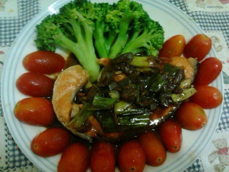 Y芬的小廚房--辣梅燒鮭魚