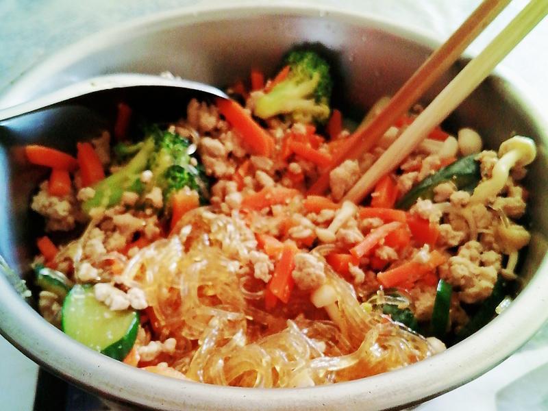好吃美味的花椰菜豬肉美白菇冬粉