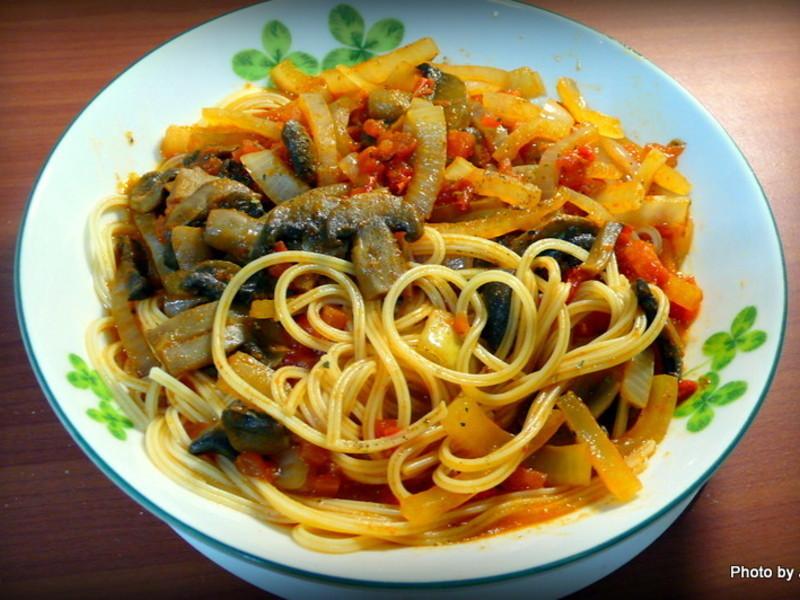 烤箱料理-紅醬佐洋蔥蘑菇