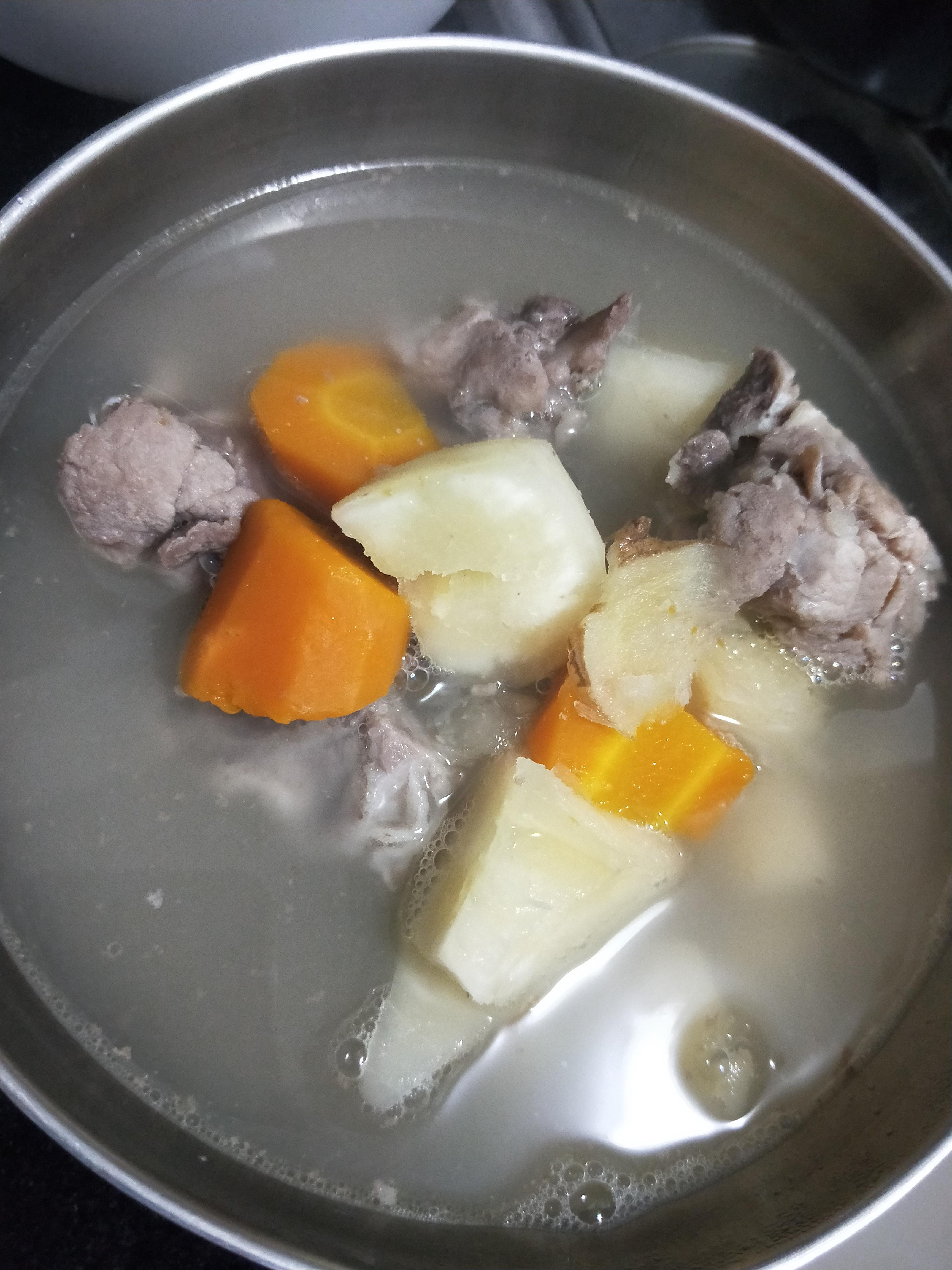 山藥紅蘿蔔排骨湯
