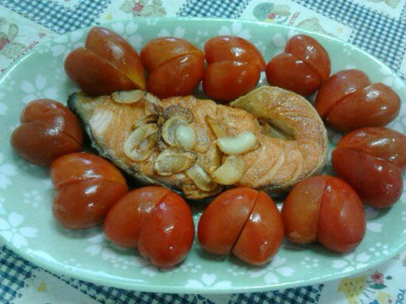 Y芬的小廚房--蒜香煎鮭魚