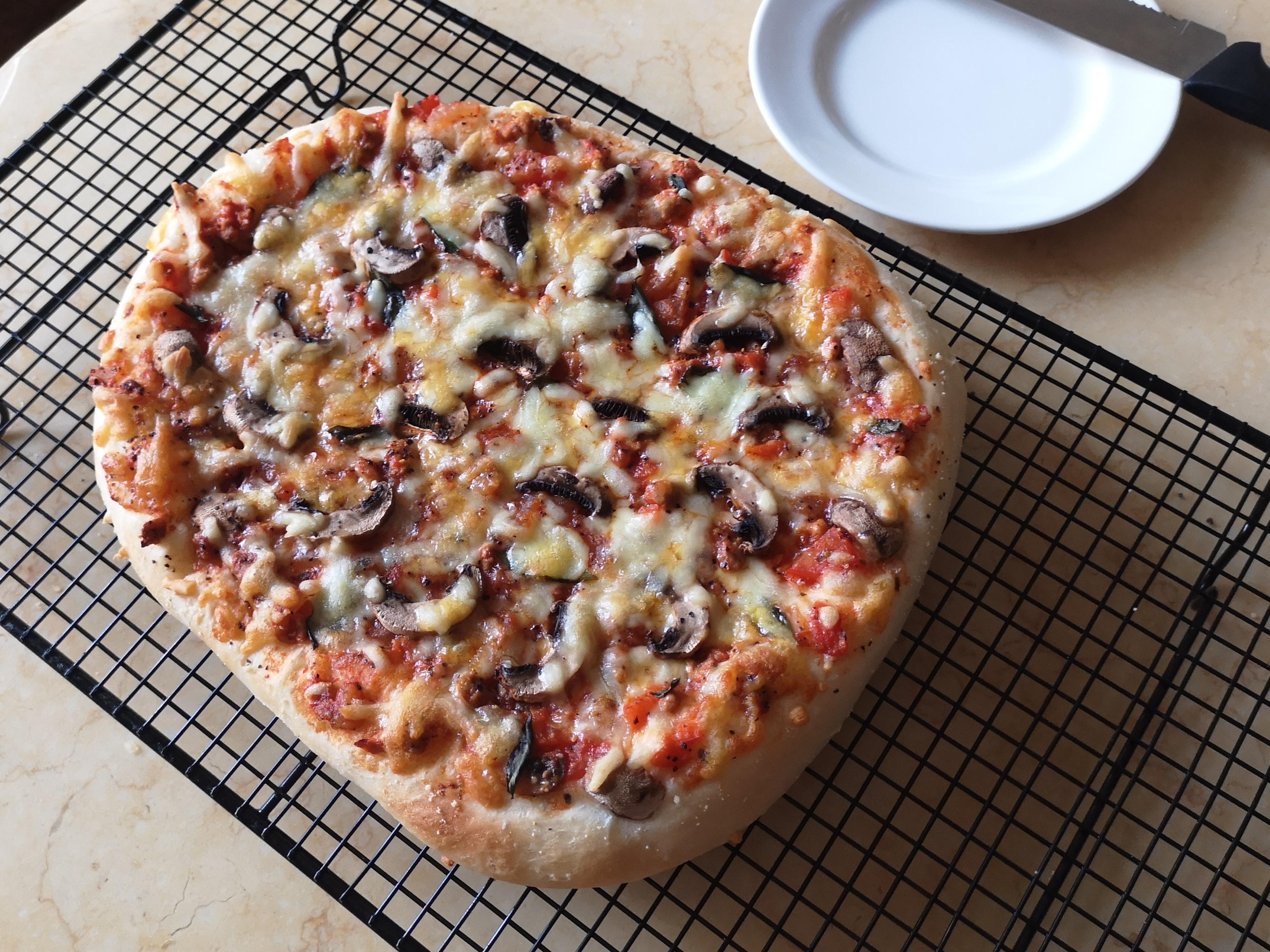 手揉番茄肉醬pizza(鬆軟厚餅皮)