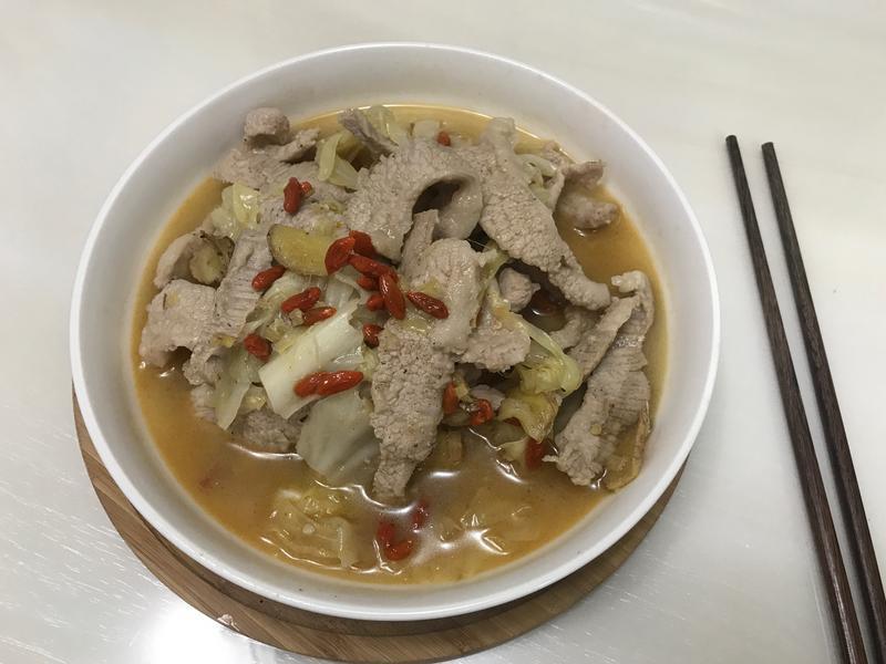 天冷的好料理之「麻油松阪豬」有加高麗菜唷