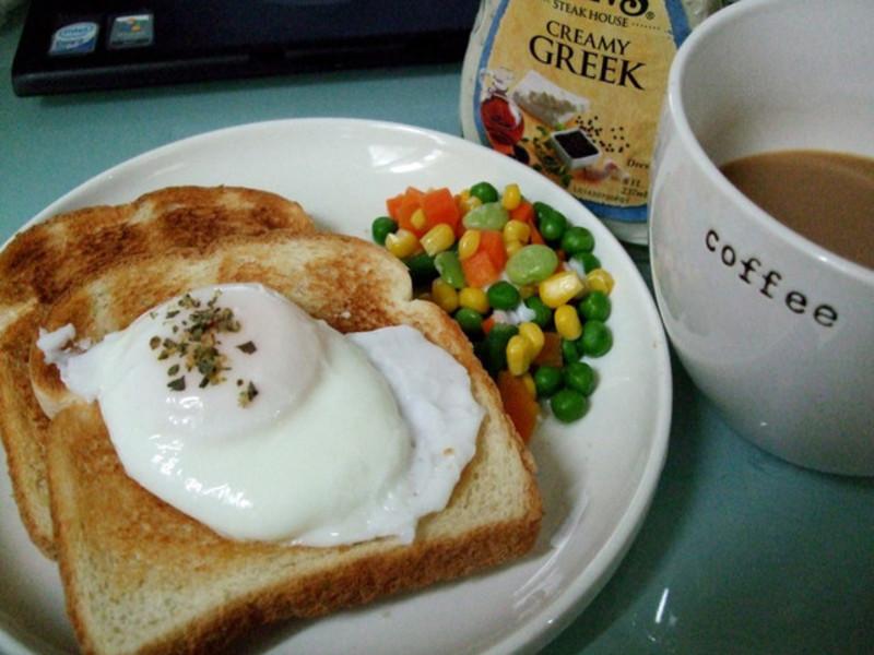 快速製作出漂亮的水波蛋搭配烤吐司!