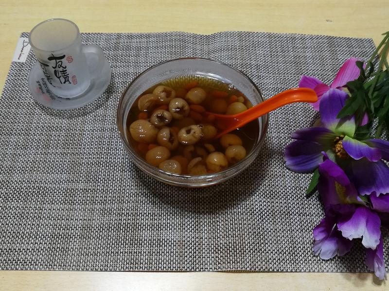 桂圓雪蓮子紅棗杞子水