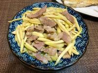 皎白筍炒梅花豬肉