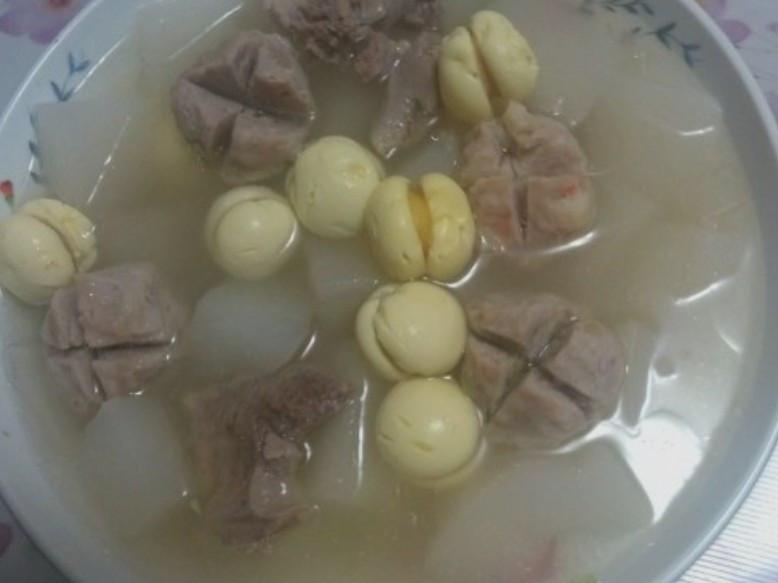 蘿蔔蛋腸丸子排骨湯