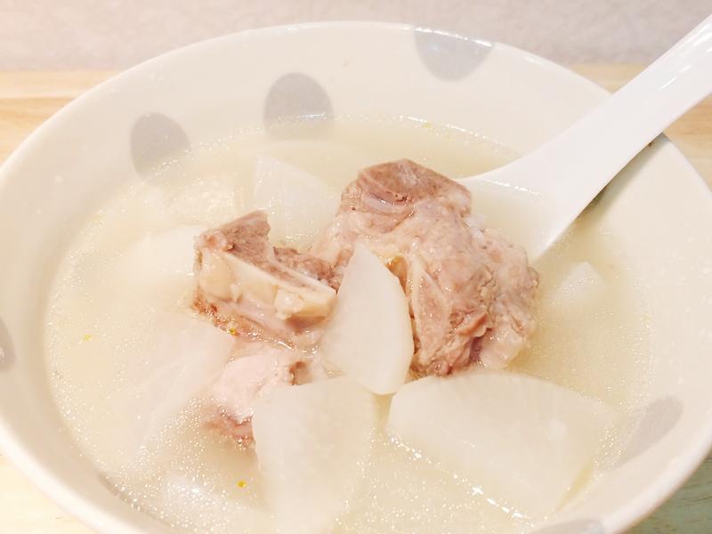 白蘿蔔排骨米湯