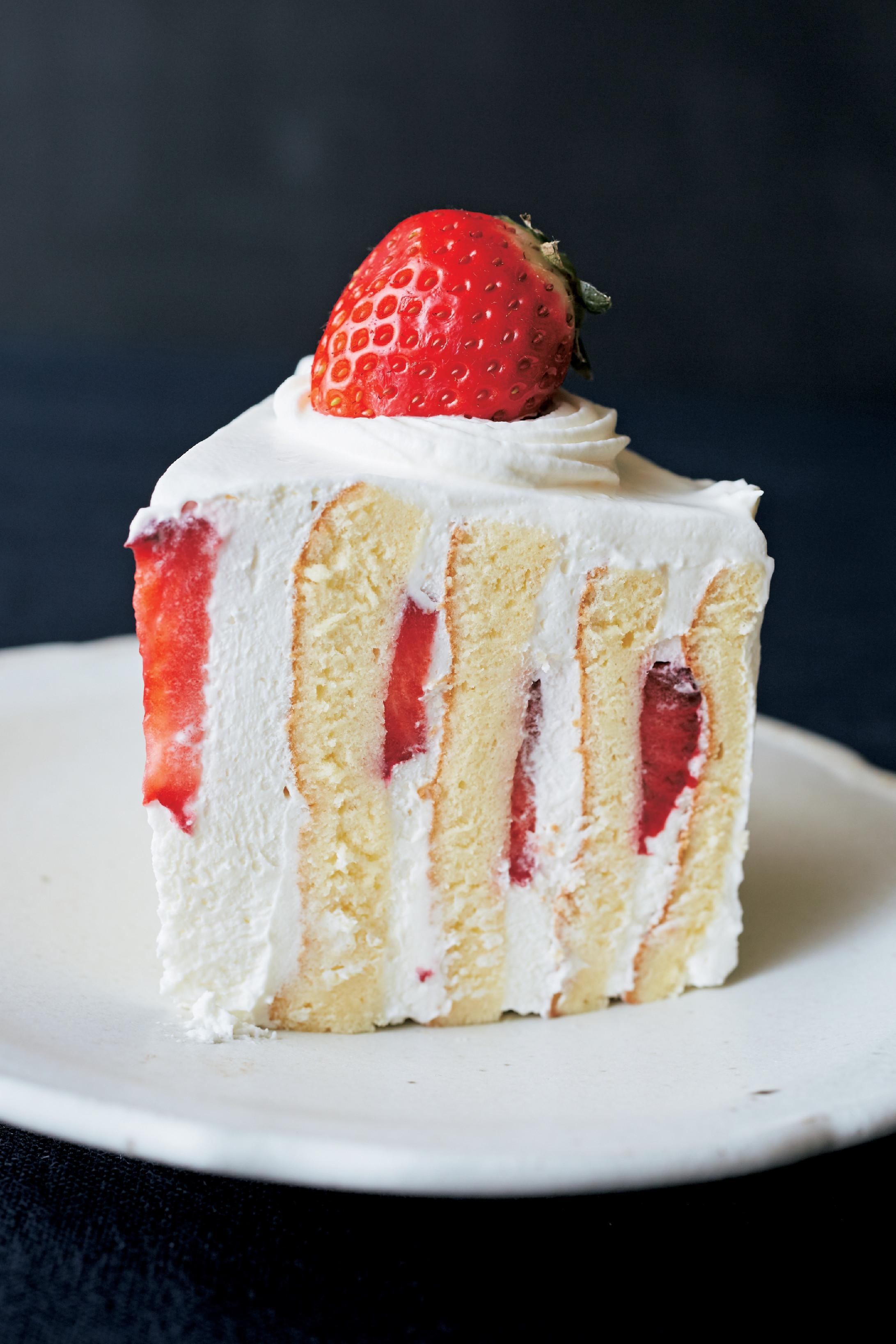 草莓鮮奶油圓形蛋糕