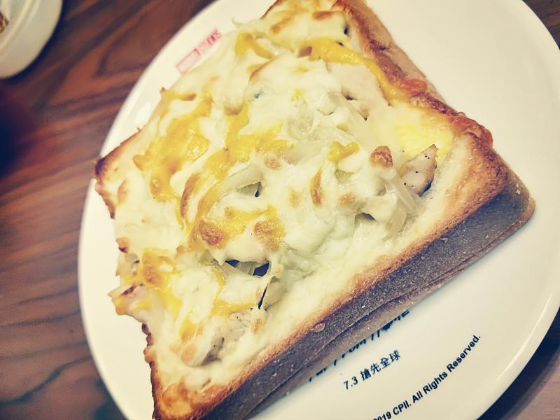 焗烤洋蔥雞肉蛋厚片吐司