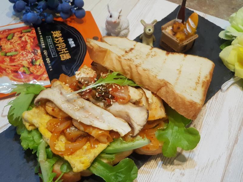 韓式辣炒雞肉煎蛋生菜吐司