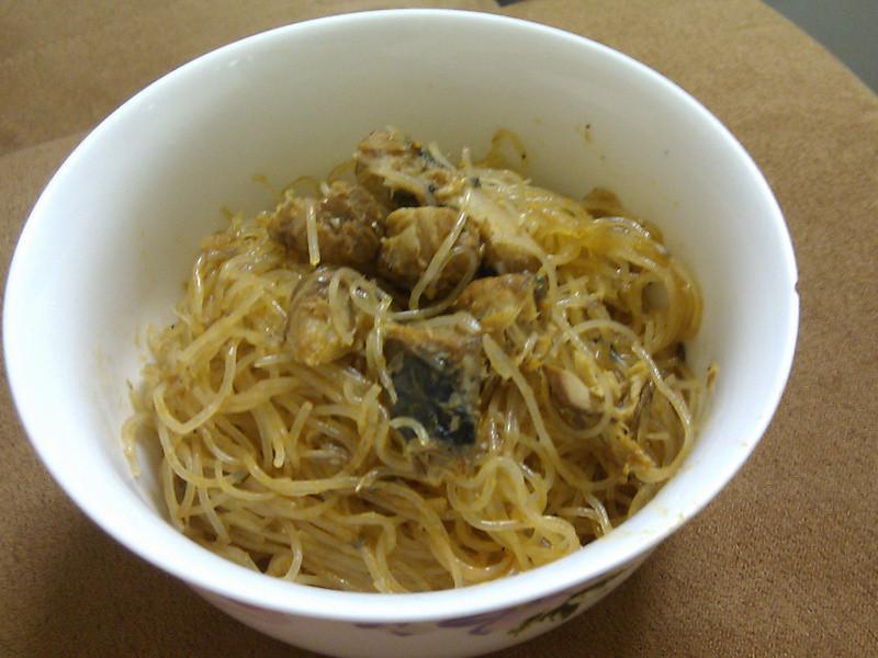茄汁鯖魚炒米粉