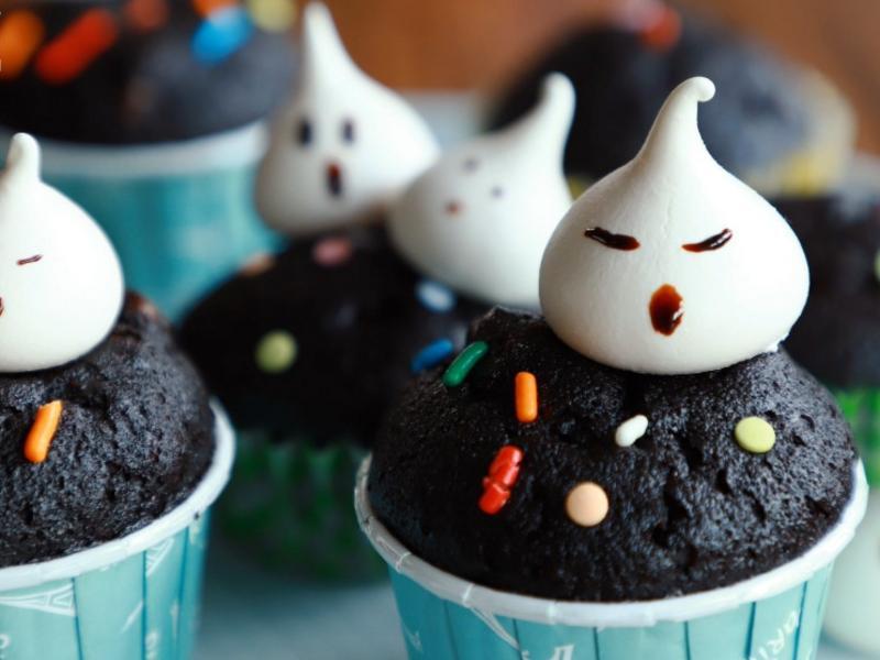 [萬聖節特輯] 蛋白霜幽靈巧克力杯子蛋糕