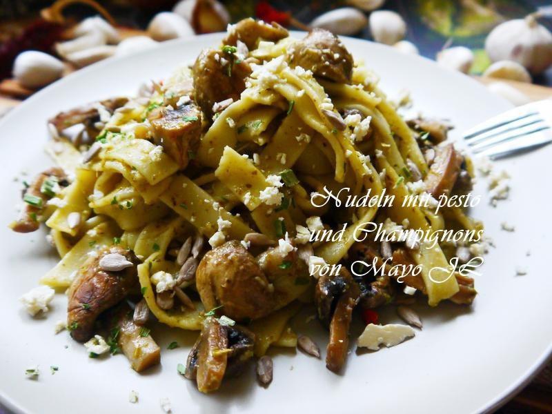 蘑菇青醬義大利麵
