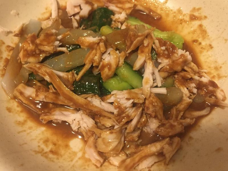涼拌小黃瓜佐麻醬雞絲拉皮