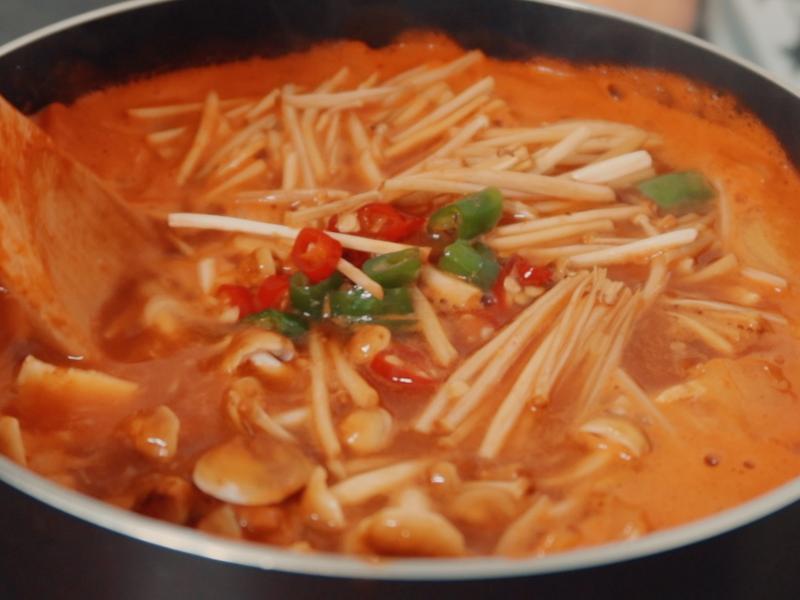 韓式豬肉辣醬湯 돼지고기 고추장찌개