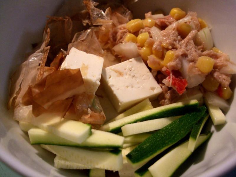 柴魚沙拉涼拌豆腐