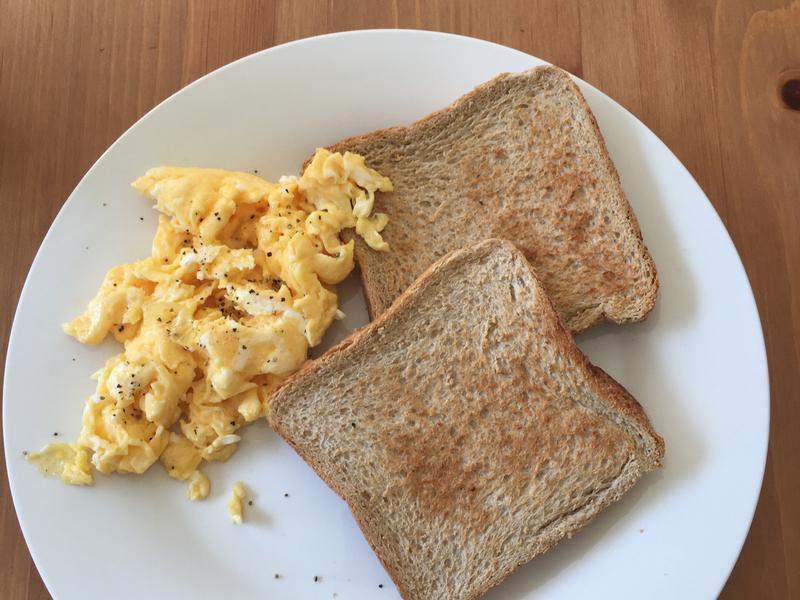 [五分鐘早餐] 奶油炒蛋吐司