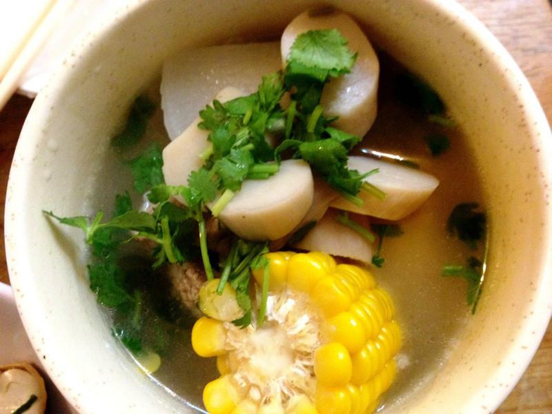 玉米杏鮑菇大根排骨湯