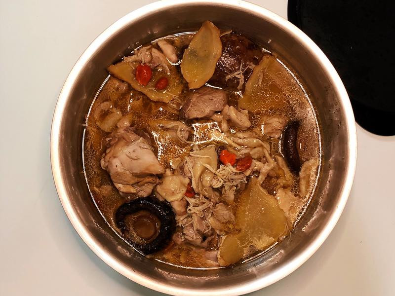 ☀️香菇麻油雞湯☀️飛利浦萬用鍋