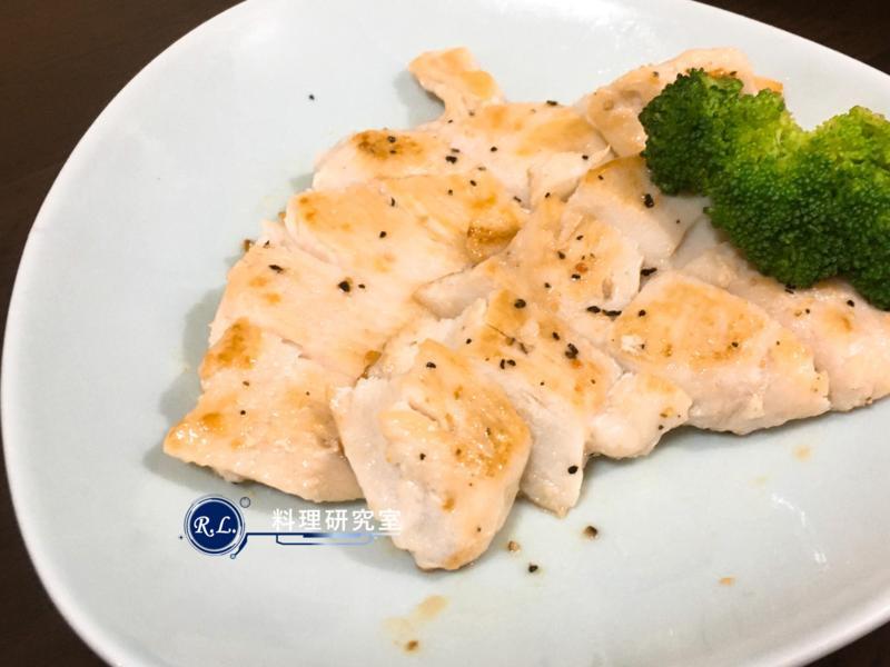 【家常菜】鹽醃雞胸肉(10分鐘上菜)