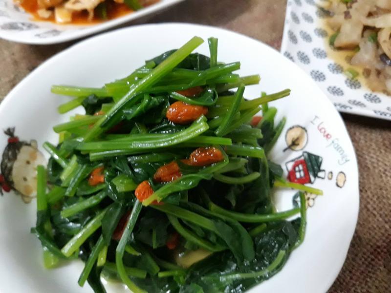 五分鐘上菜─水煮枸杞菠菜