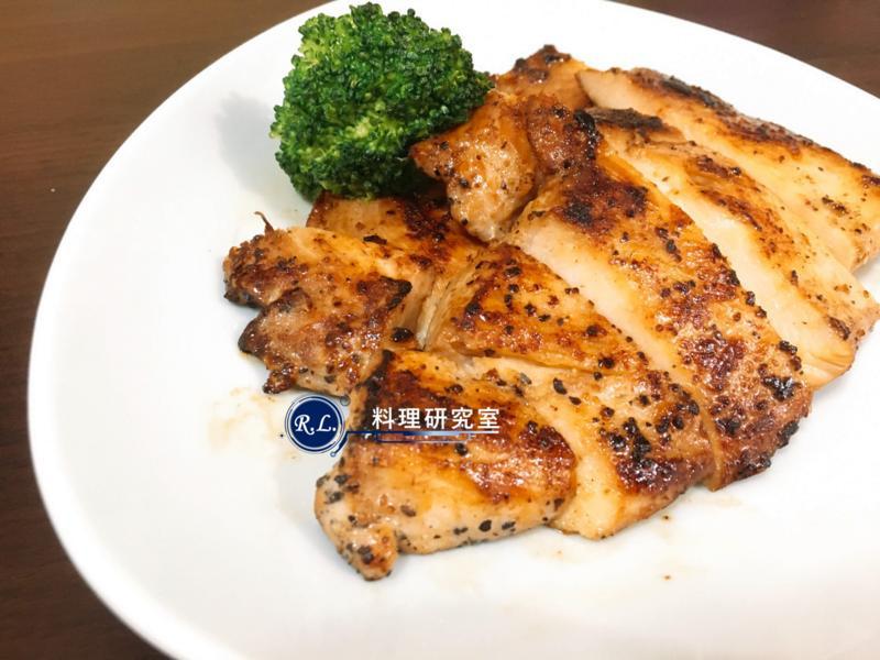 【家常菜】黑胡椒醬燒雞胸肉(10分鐘上菜