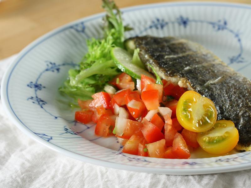 煎出宴客等級魚排料理:煎魚佐番茄莎莎醬