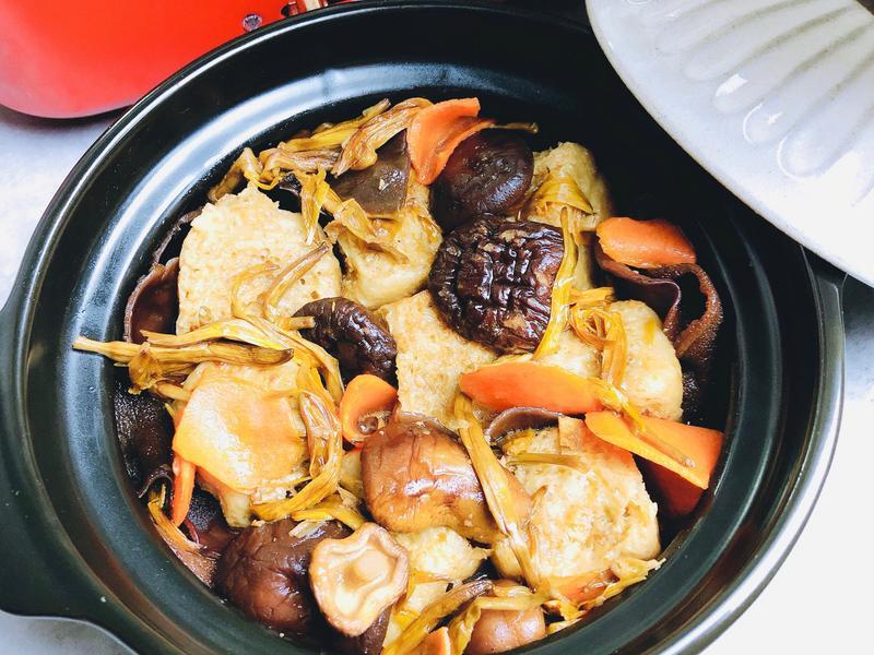 紅燒香菇烤麩/木耳金針紅蘿蔔/家常便當菜