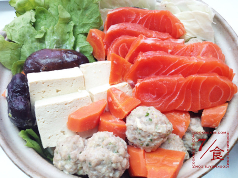 【7/食】豆漿鮭魚鍋和味噌芝麻沾醬