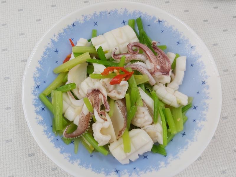 飛利浦萬用鍋~芹菜炒小卷~中華二門市