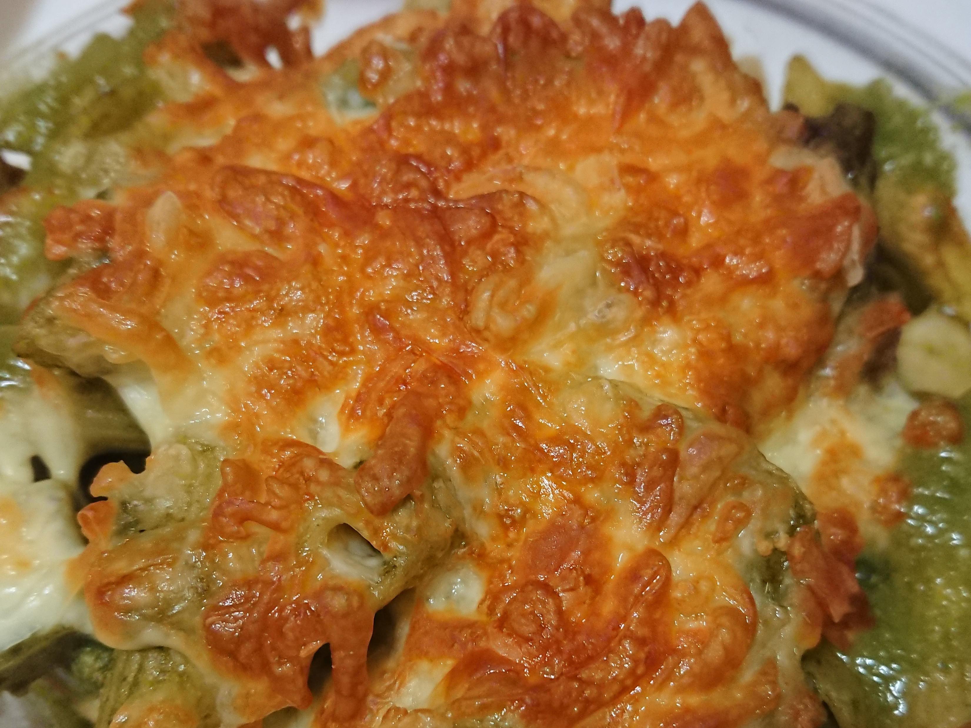 青醬雞肉菇菇焗烤義大利麵