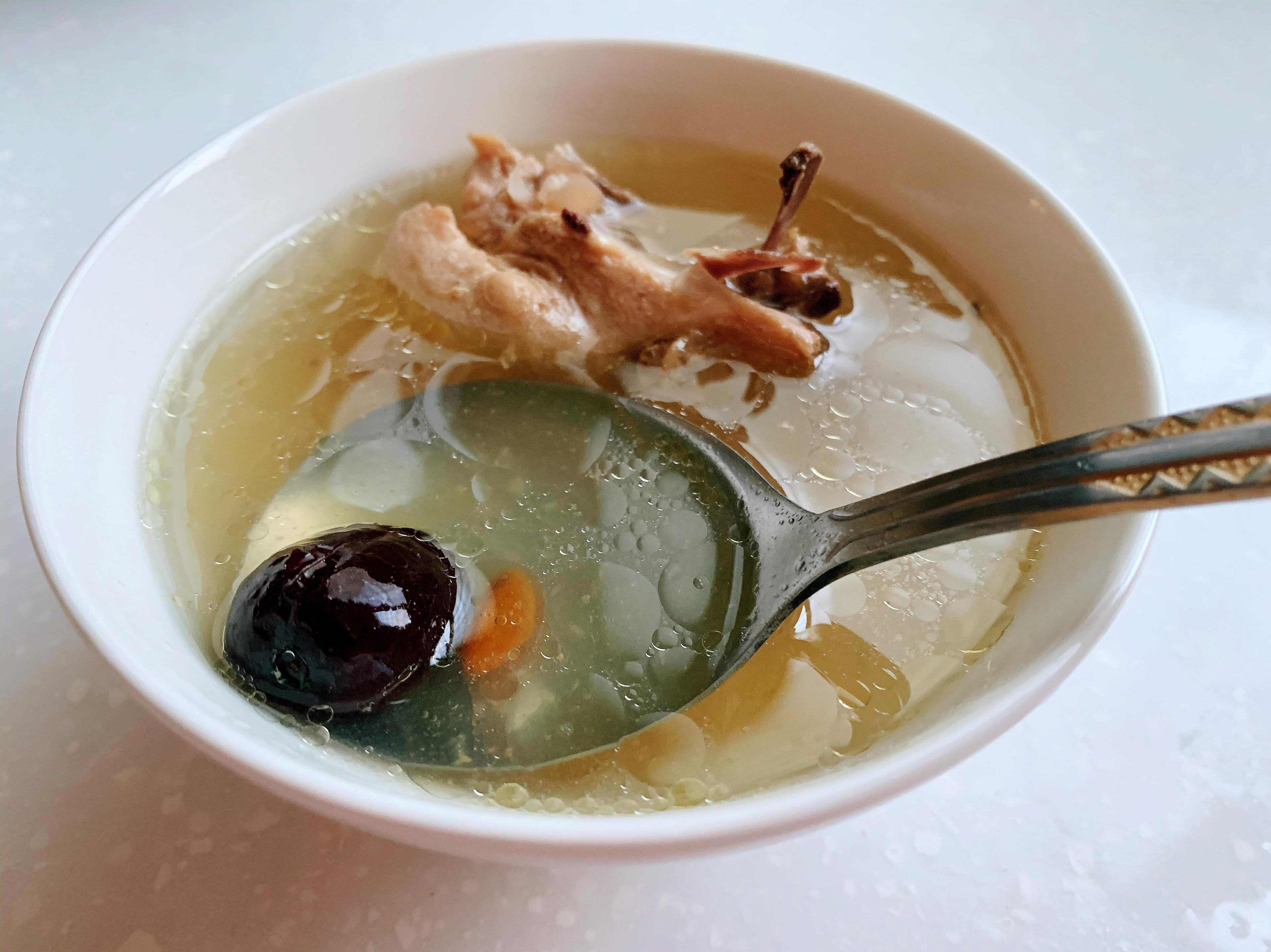 紅棗枸杞蒜頭雞湯[電鍋料理]