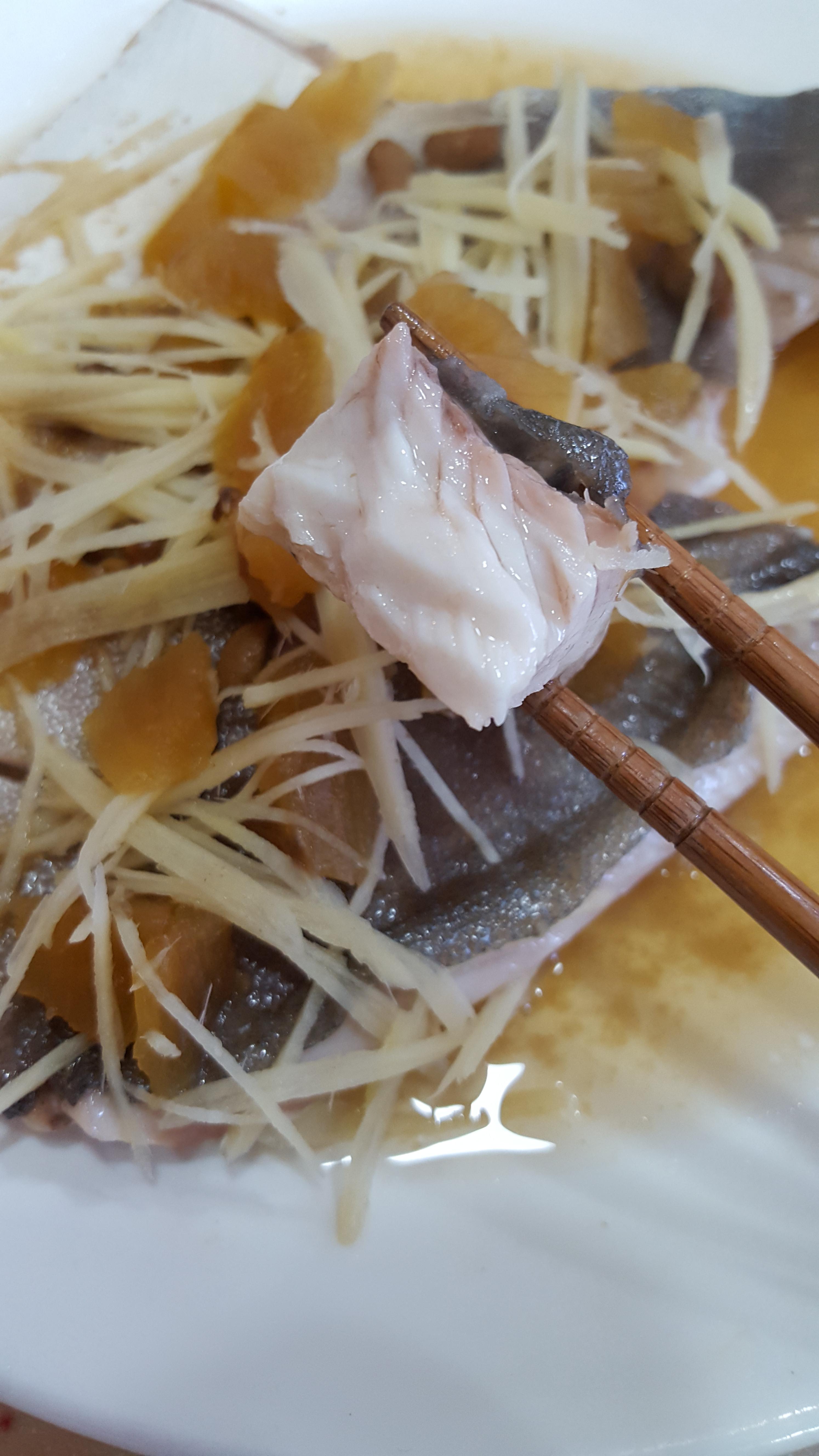 鹹鳳梨蒸金鯧魚