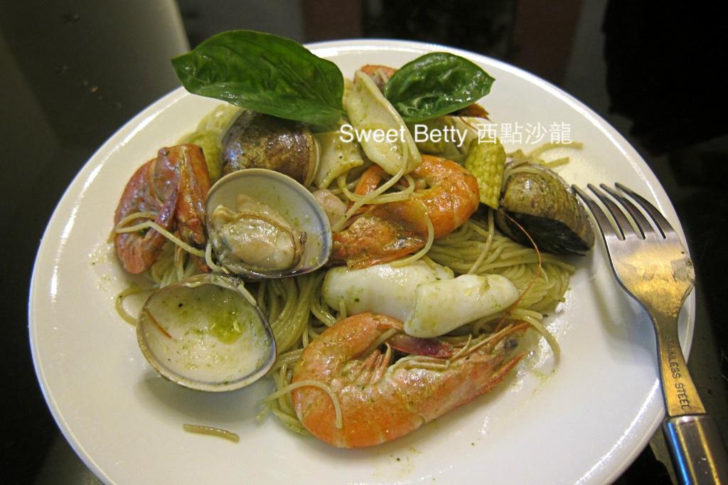 海鮮青醬義大利麵