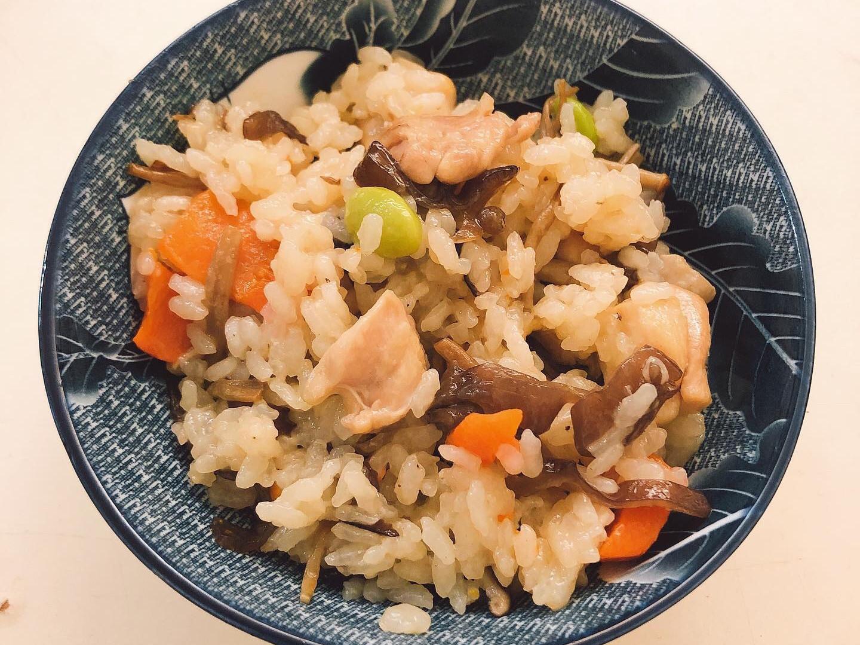[電鍋版]雞肉菇菇什錦炊飯(簡單好上手)