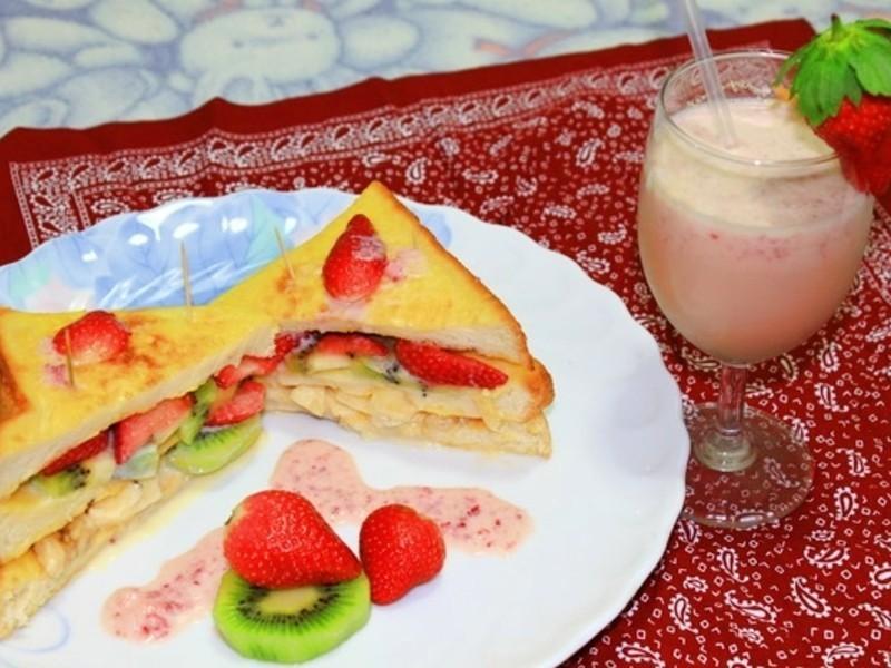《草莓就愛鷹牌煉奶》法式莓果吐司VS草莓奶茶