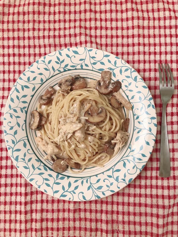 蒜香蘑菇白醬雞肉義大利麵