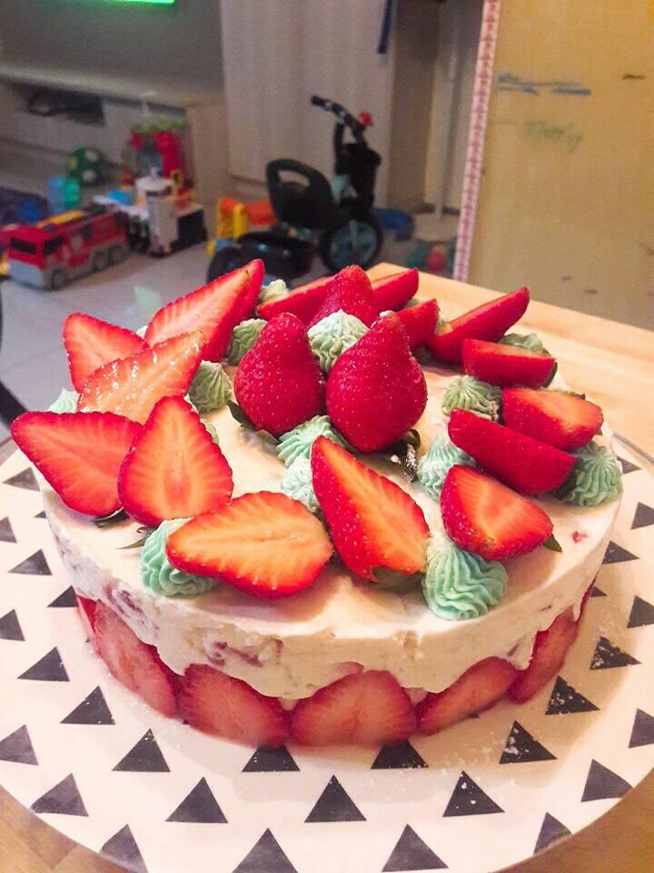 草莓乳酪夾戚風蛋糕(免烤箱)