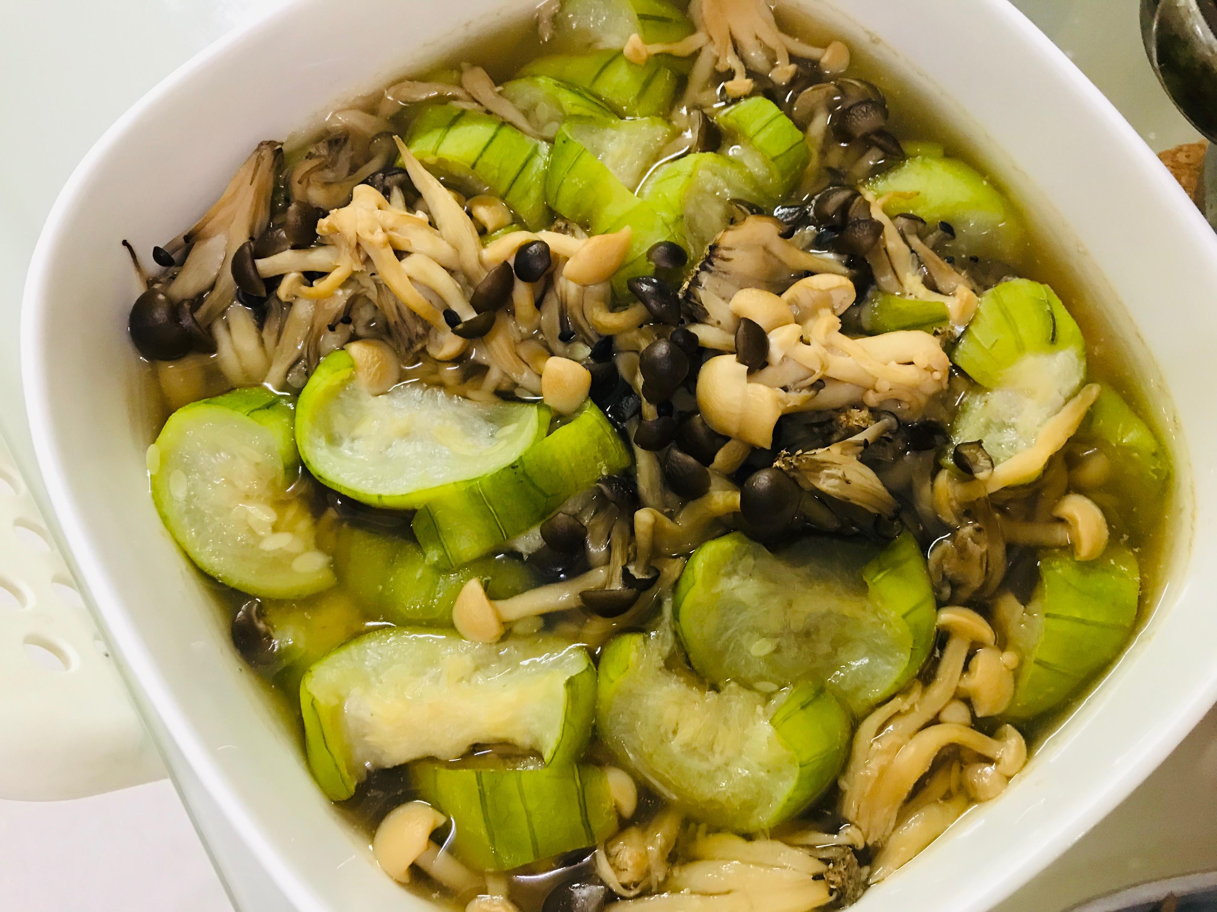 家常好料理:絲瓜菇菇煮