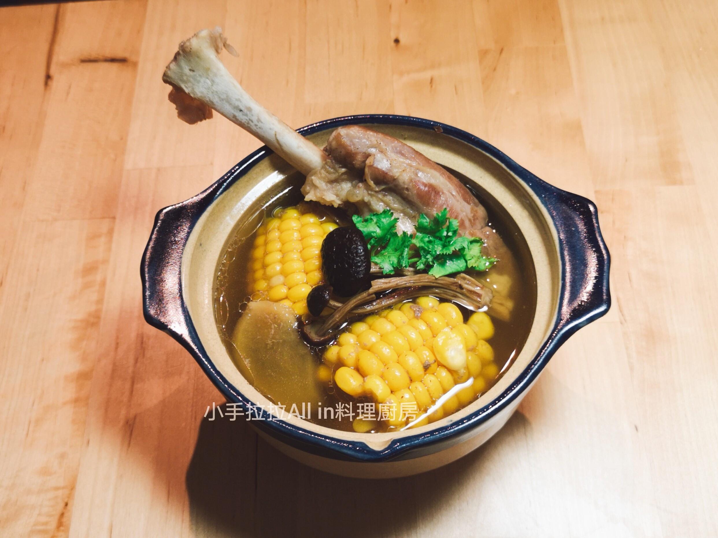 柳松菇玉米排骨湯
