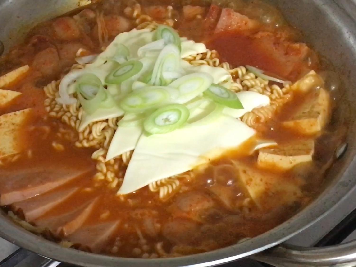 正宗韓式部隊鍋 (부대찌개) 韓式火鍋