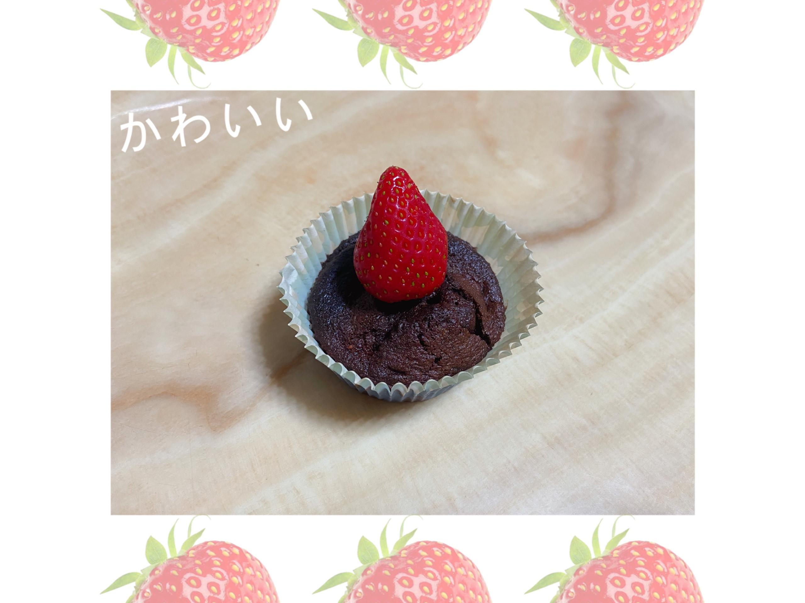 草莓布朗尼杯子蛋糕