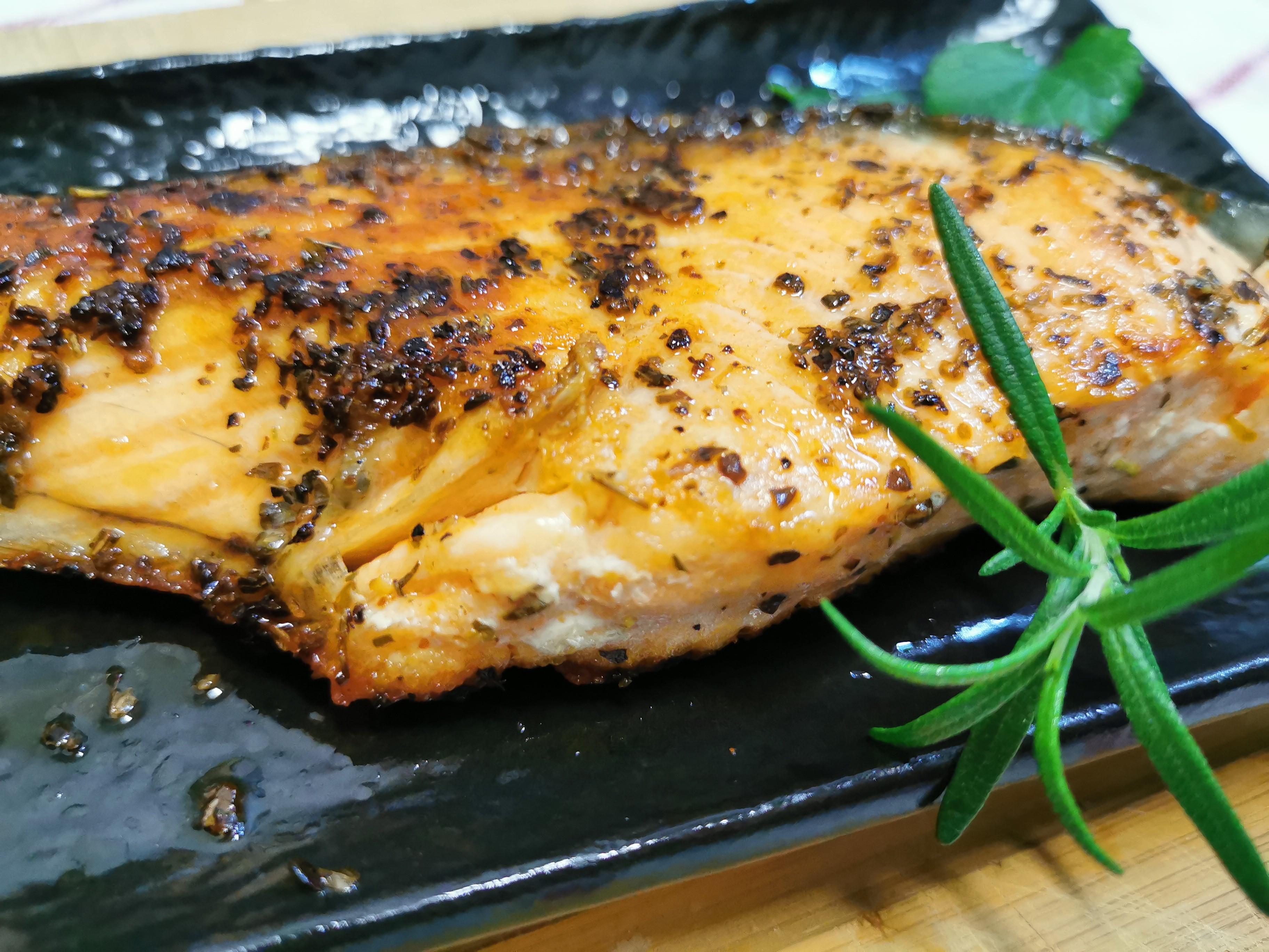 簡易家常菜3-義式香料煎鮭魚