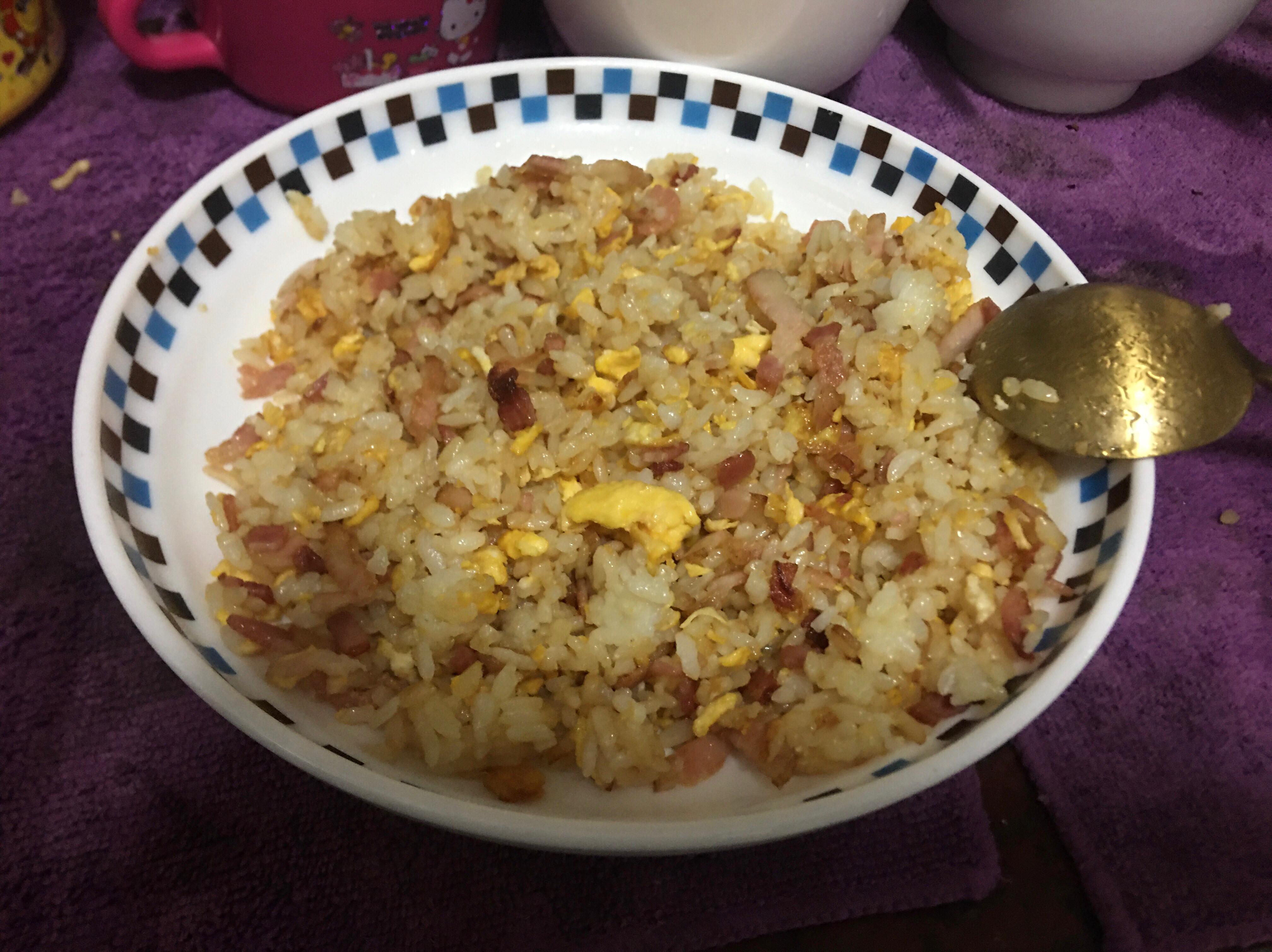 簡易家常菜-培根蛋炒飯