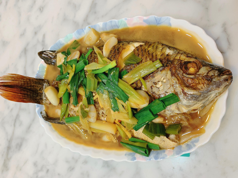 蒜香紅燒吳郭魚