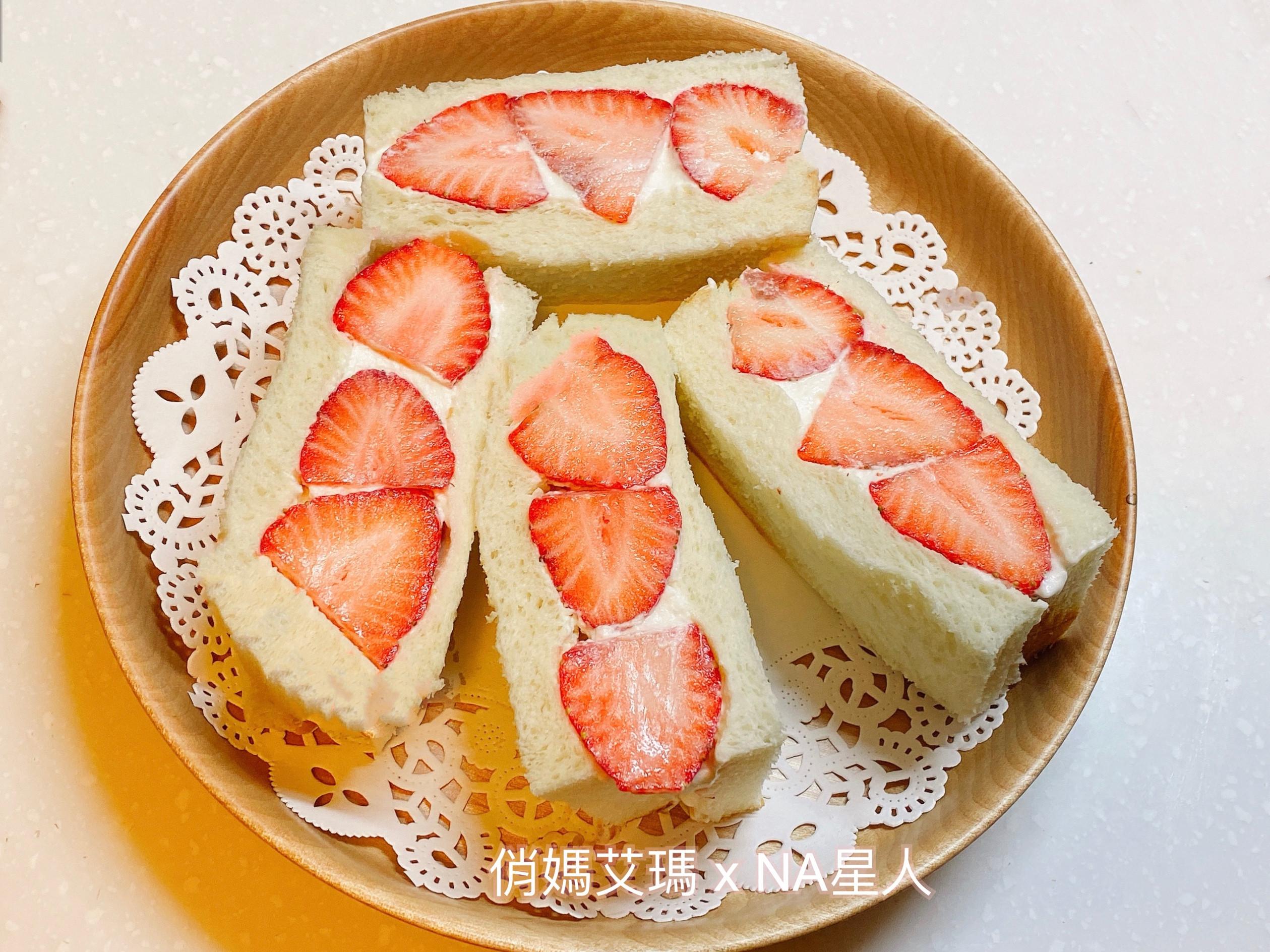 草莓🍓鮮奶油吐司